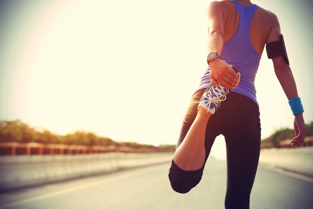 ジョギング準備をする女性